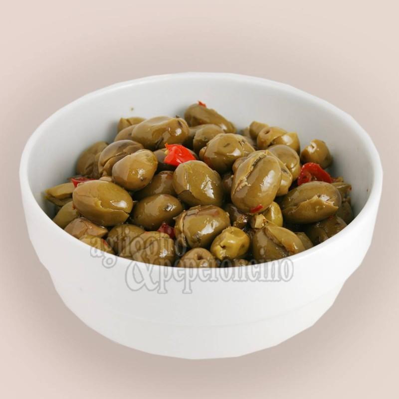 Olive denocciolate a mano alla contadina